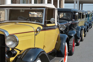 Many antique Autos in a line